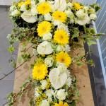 Croix deuil fleurie