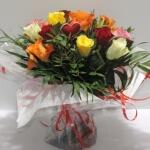 Bouquet rond de rose variée